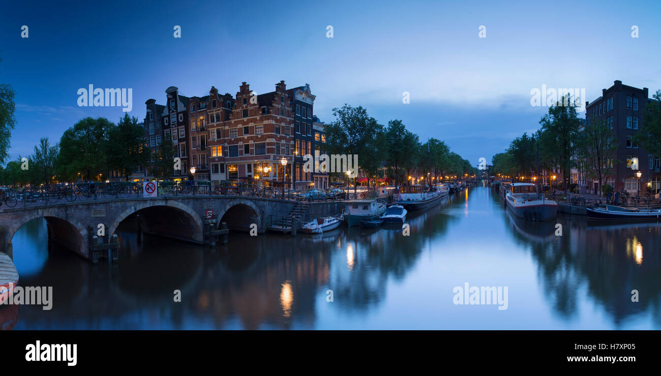 Prinsengracht and Brouwersgracht canals at dusk, Amsterdam, Netherlands - Stock Image