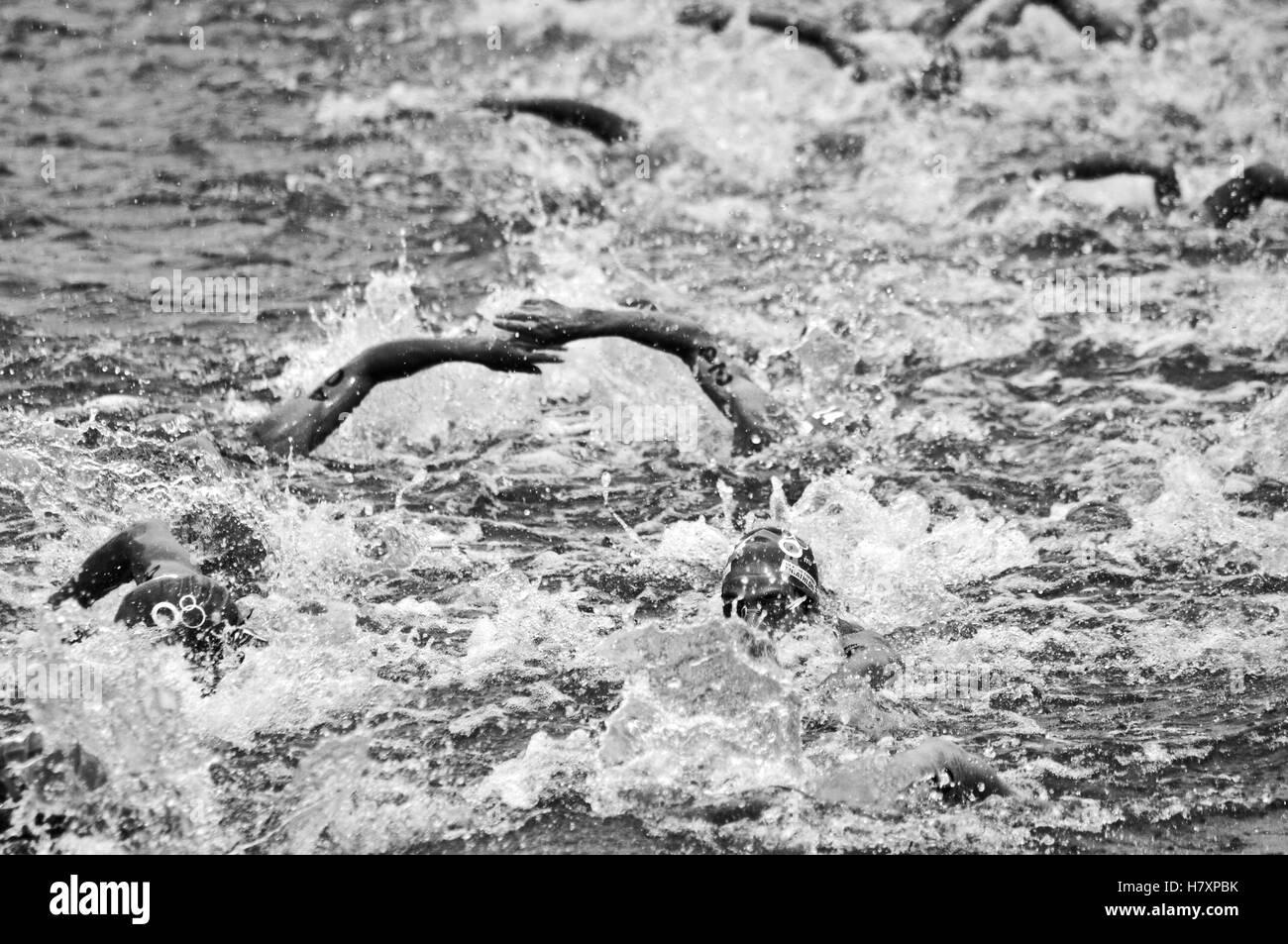 Deutschland, Hamburg, 17.07.2010, Dextro Energy Triathlon ITU World Championship - Schwimmen der Pro´s Herren - Stock Image
