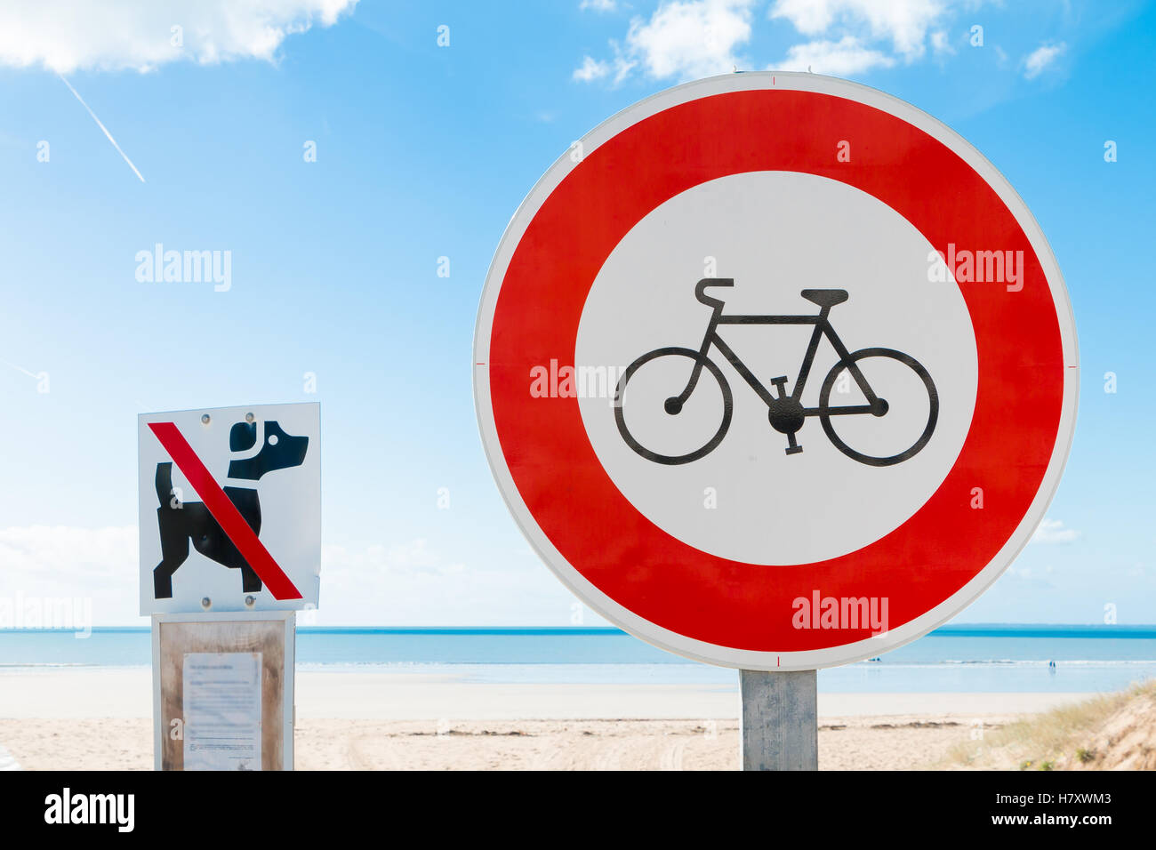 prohibits bikes sign and  prohibits dogs sign in the beach - Stock Image
