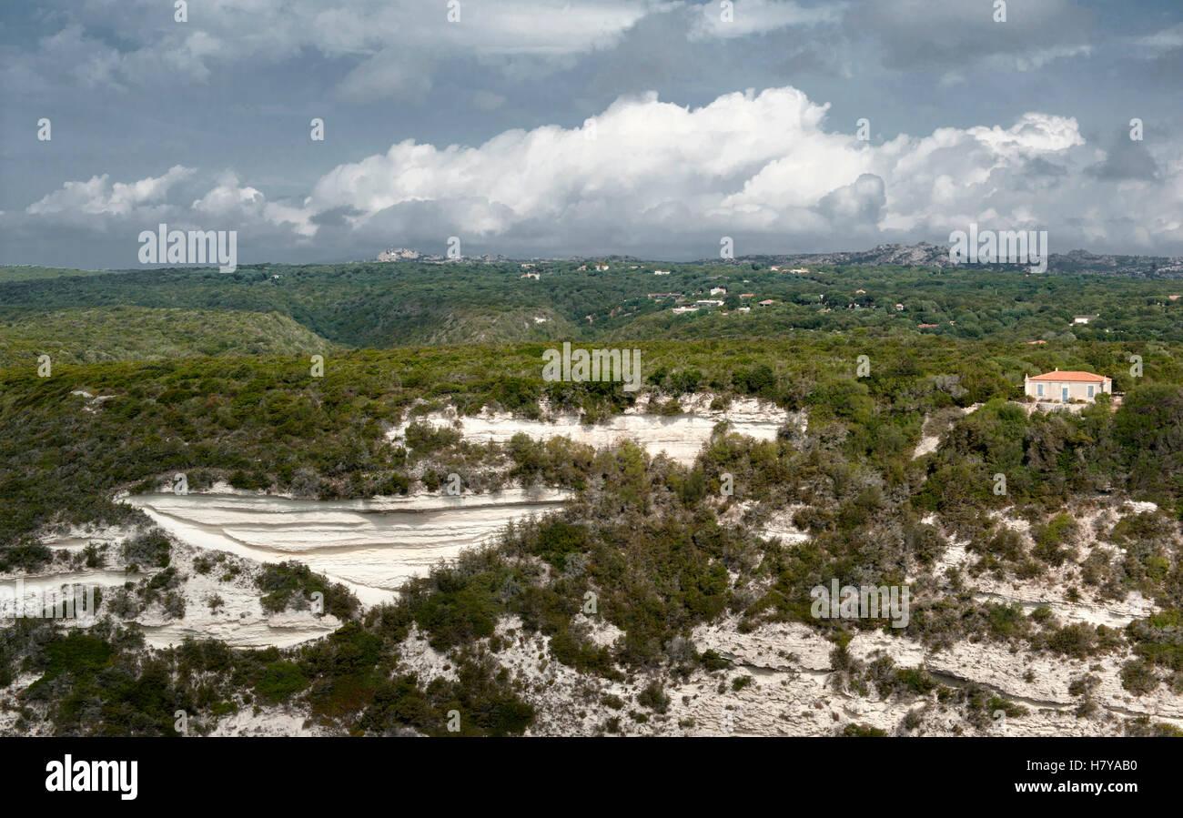 Mansion hidden in the macchia above the white cliffs of Bonifacio in the south of Corsia, Francec - Stock Image
