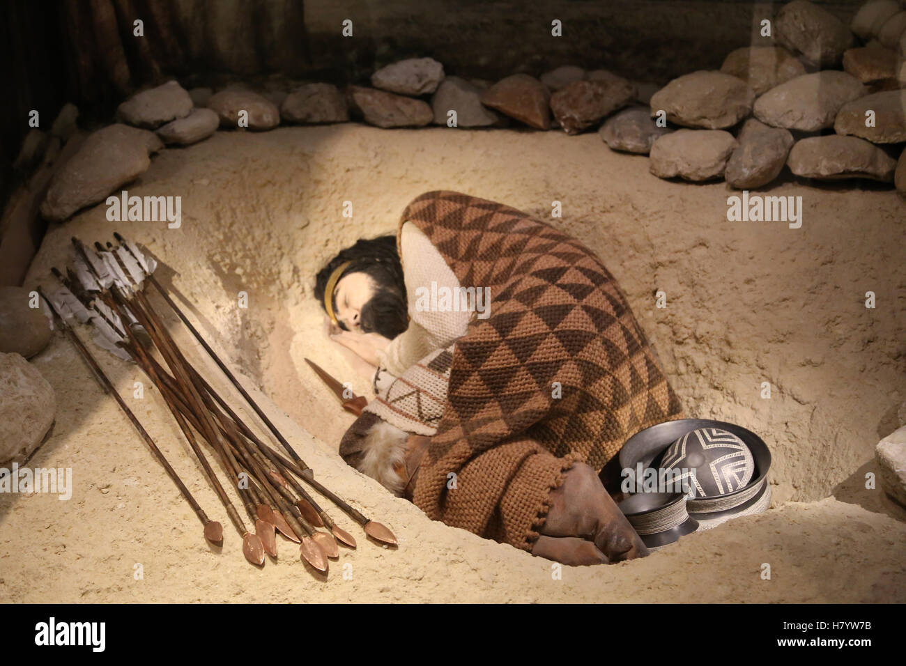 Beaker culture. Recreation of a Beaker grave of a young male at Fuente Olmedo (Valladolid). Burial with grave goods. Stock Photo