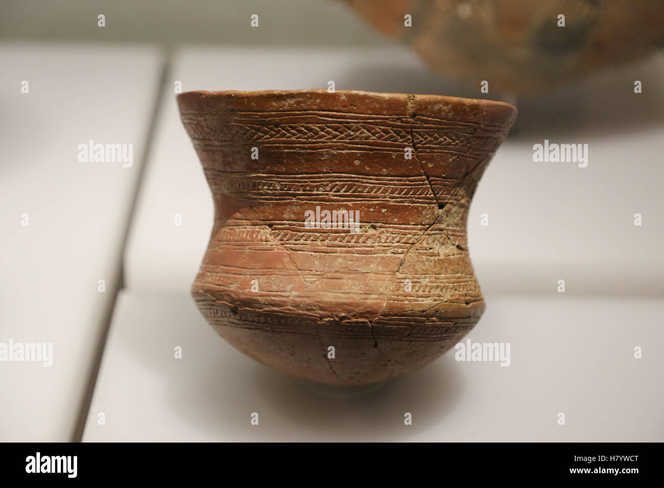 Beaker culture. Fragment of a decorated beaker. Early Bronze Age. Fuente de San Gines, Seville, Andalusia, Spain. - Stock Image