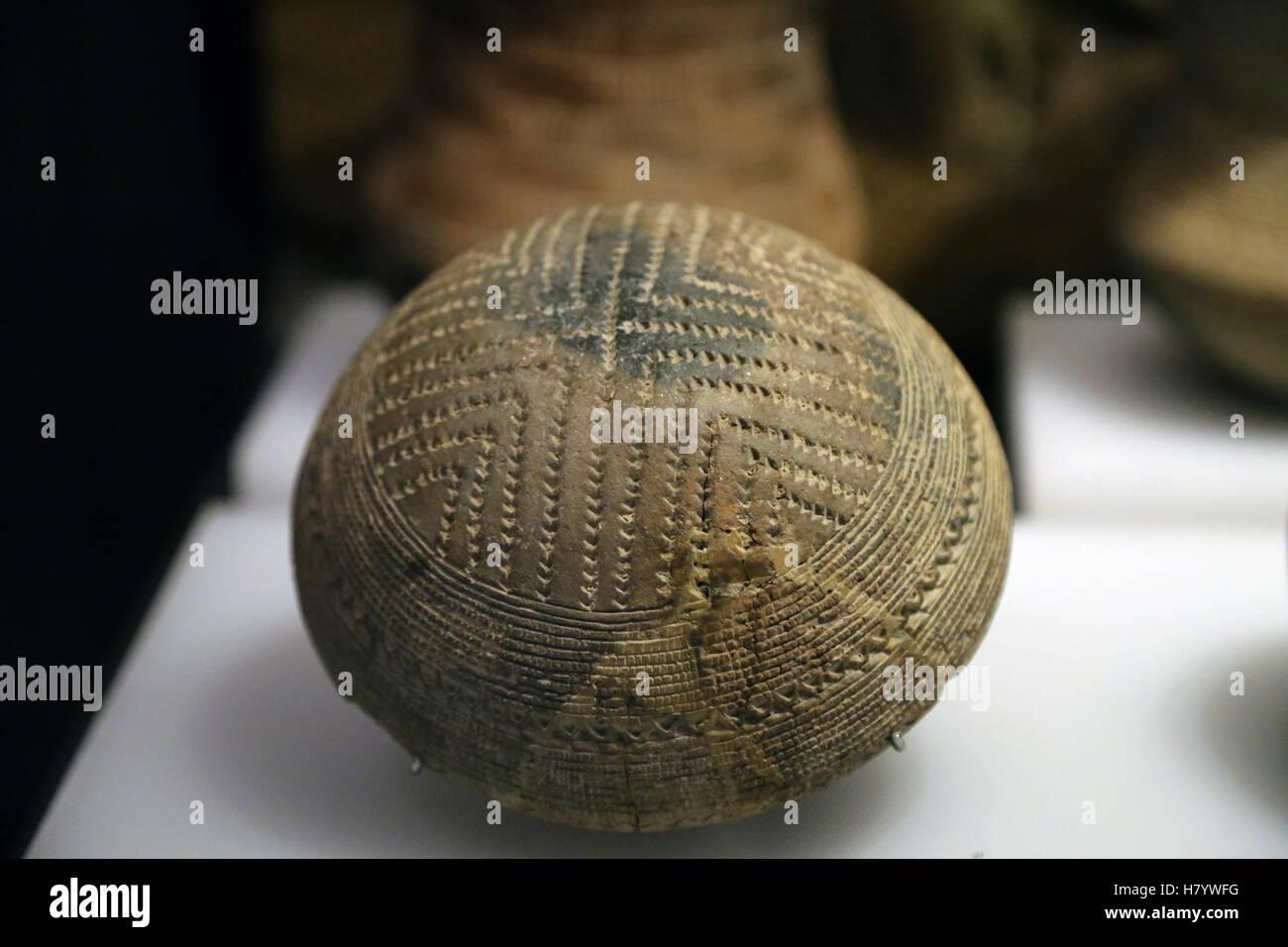 Beaker culture. Decorated bowl.  Early Bronze Age. Algodor (Aranjuez, Madrid). National Archaeological Museum, Madrid. - Stock Image