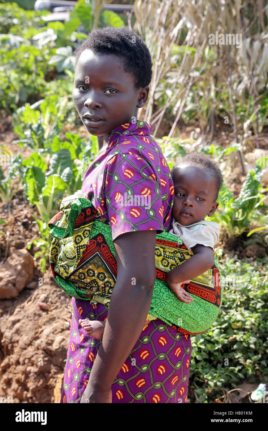 Mother (17 years) with her baby boy (8 month). Refugees from the Congo in the UNHCR Kigeme refugee camp. Diocese - Stock Image
