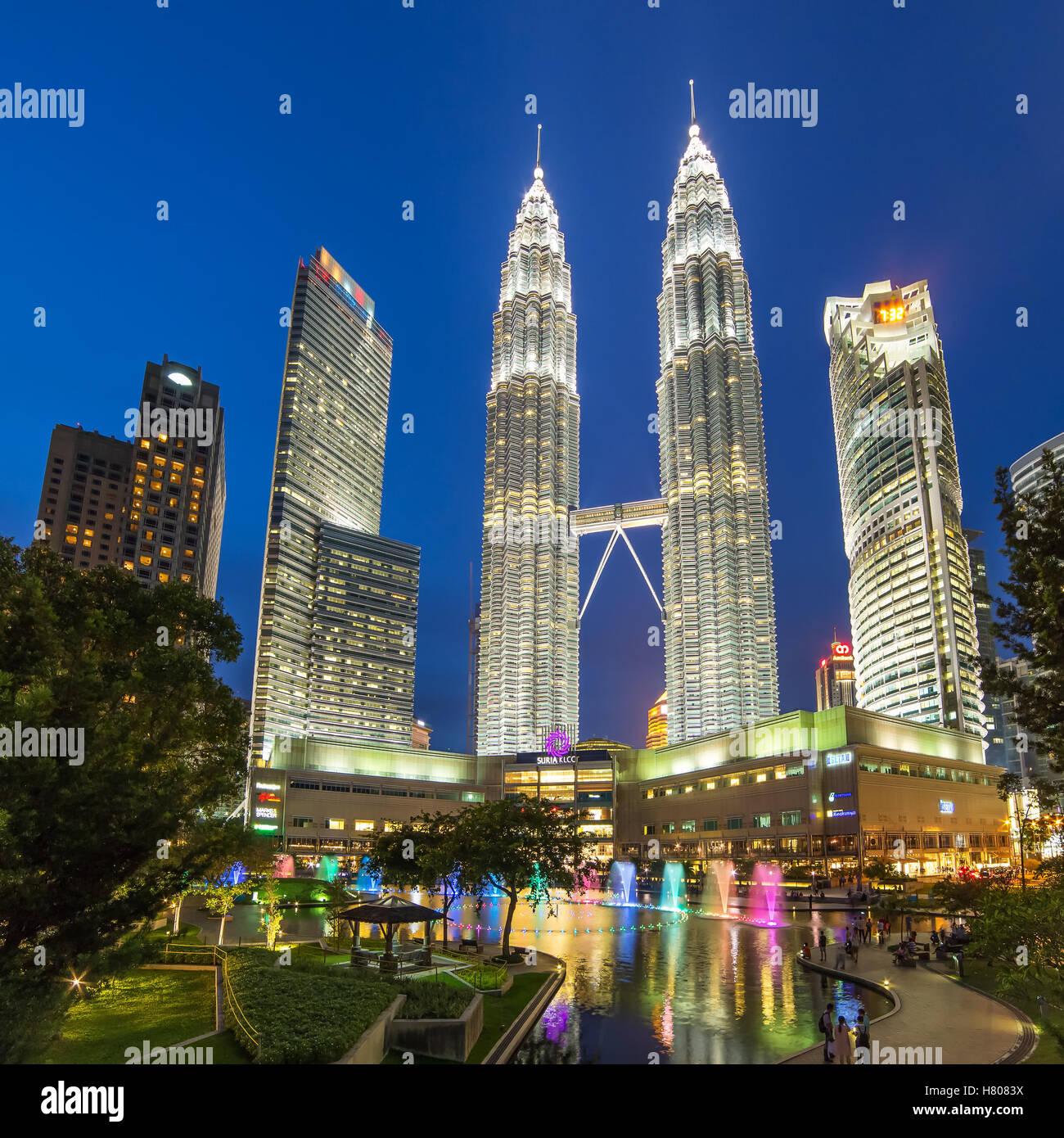 Famouse Petronas Towers at night In Kuala Lumpur, Malaysia. - Stock Image