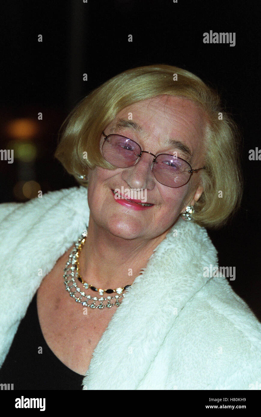 LIZ SMITH  18 December 1999 - Stock Image