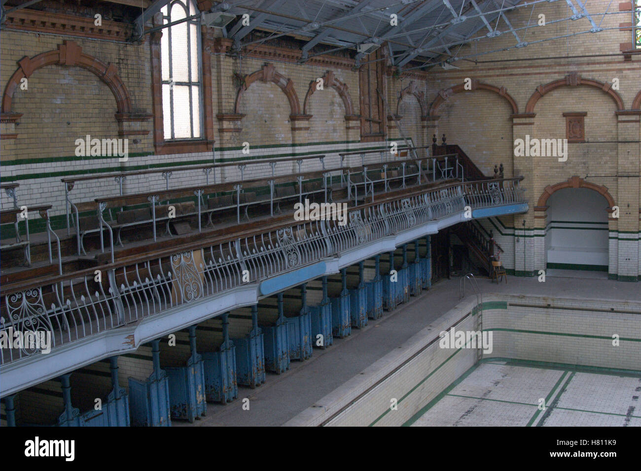 Pool, Changing Cubicles and Balcony, Victoria Baths, Manchester - Stock Image