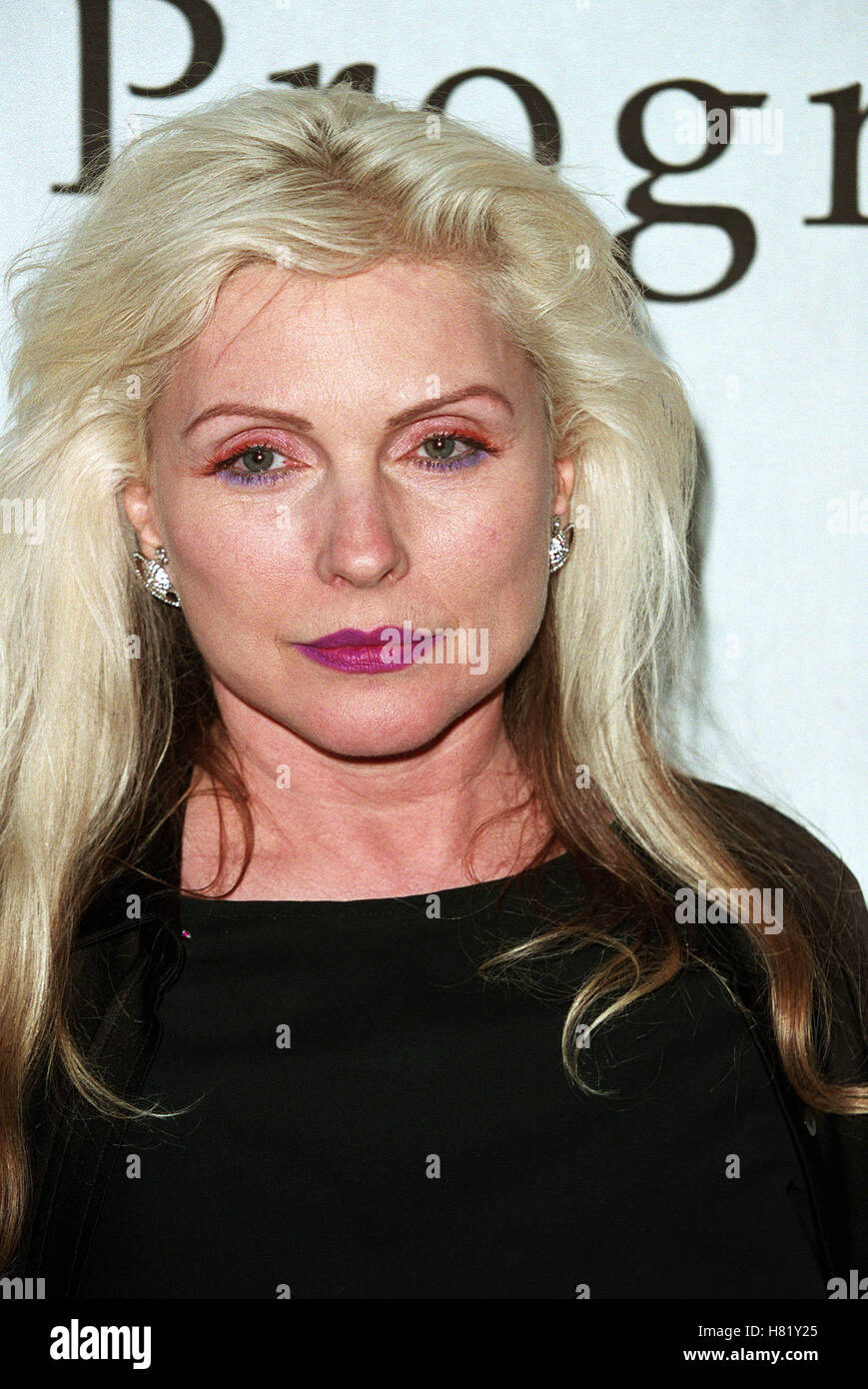 Blondie gives head and fucks dagger - 5 5