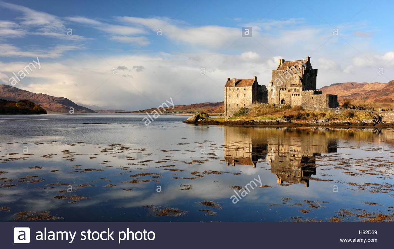 Eilean Donan Castle reflecting on Loch Duich, Dornie, Skye and Lochalsh. - Stock Image