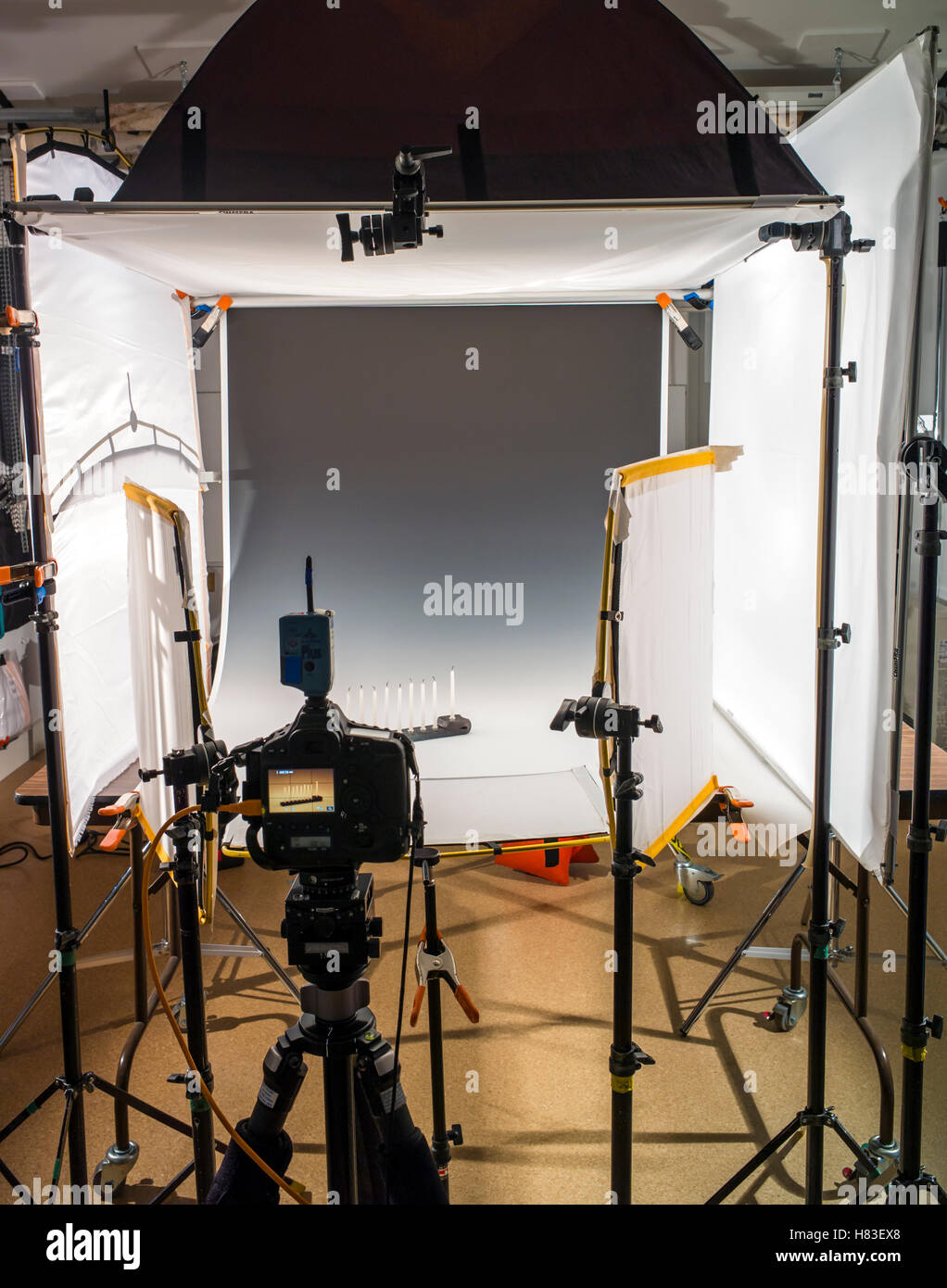 Lighting and camera equipment in a commercial photography studio. - Stock Image