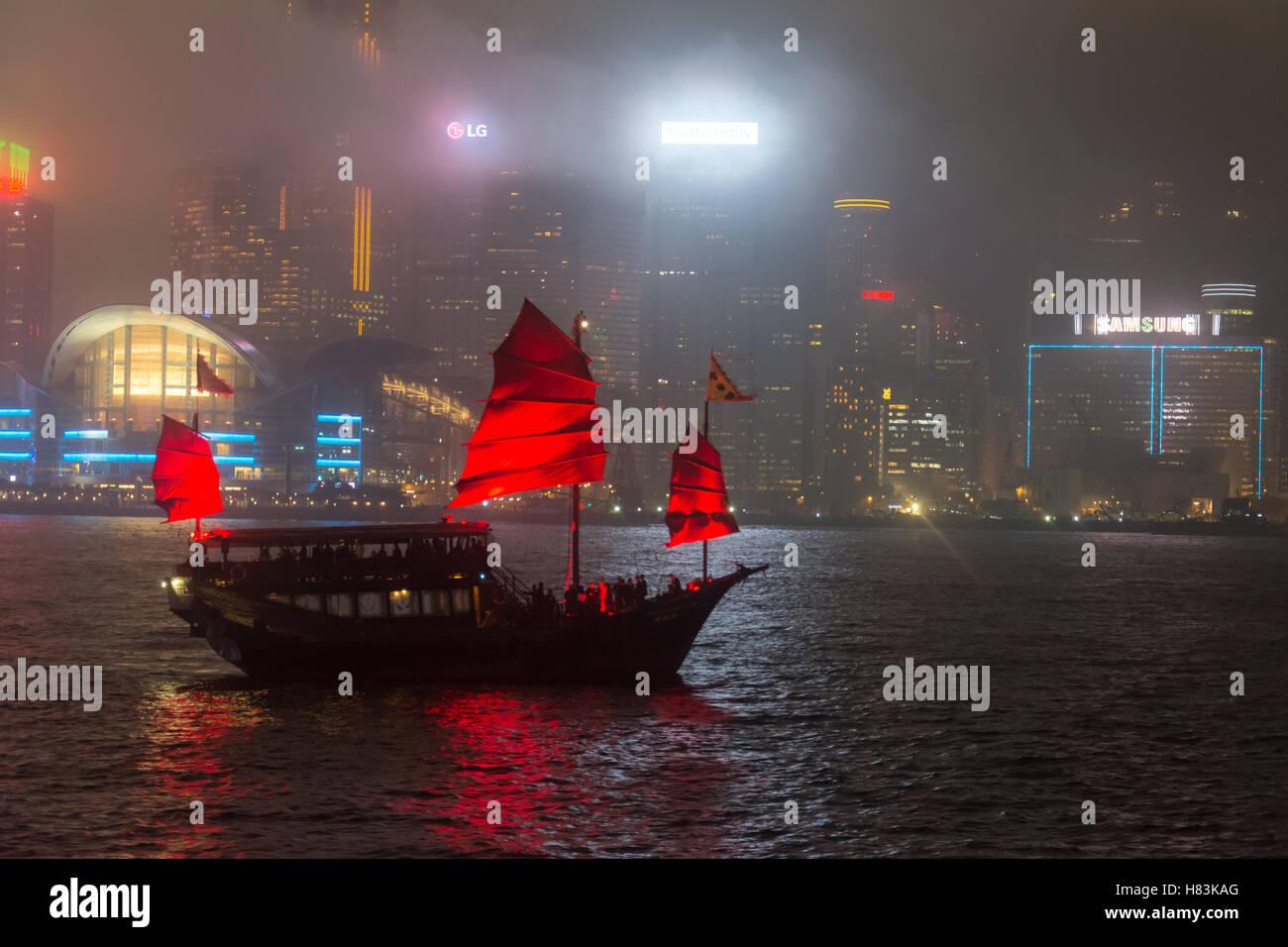Junk boat sailing on Hong Kong - Stock Image