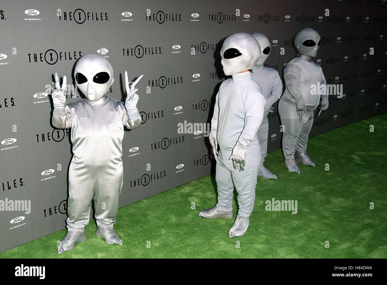 ALIENS X-FILES FINALE WARP PARTY HOUSE OF BLUES HOLLYWOOD LOS ANGELES USA 27 April 2002 - Stock Image