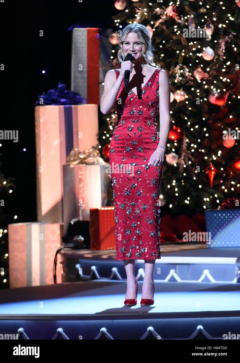 Nashville, TN, USA. 9th Nov, 2016. Jennifer Nettles. 2016 CMA Stock ...