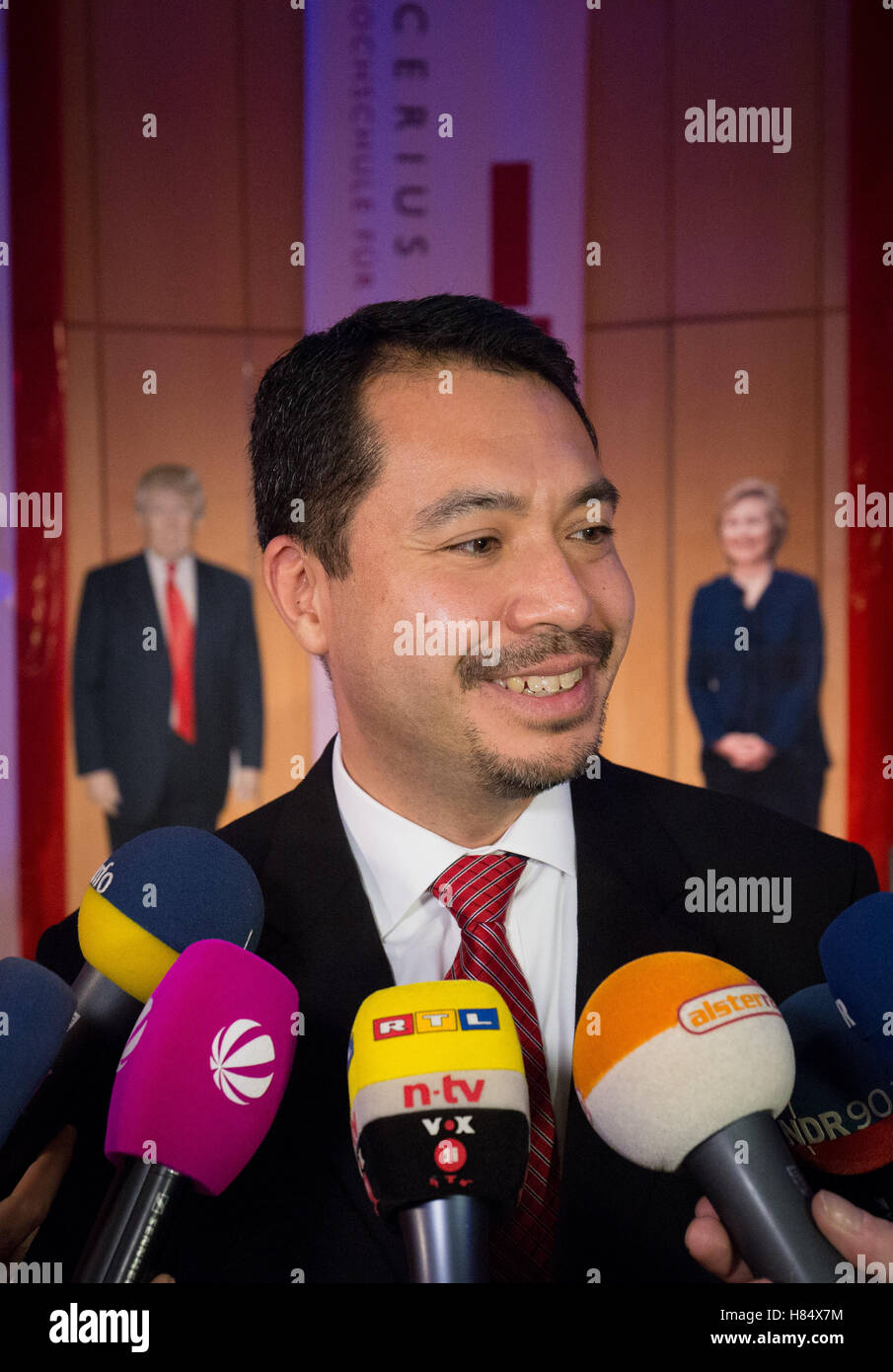 Hamburg, Germany. 8th Nov, 2016. Richard T. Yoneoka, US consul general speaks during an interview at the election - Stock Image