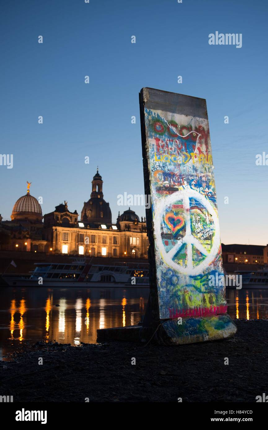 Dresden, Germany. 9th Nov, 2016. A copy of a fragment of the Berlin wall stands on the river banks of the Elbe, - Stock Image