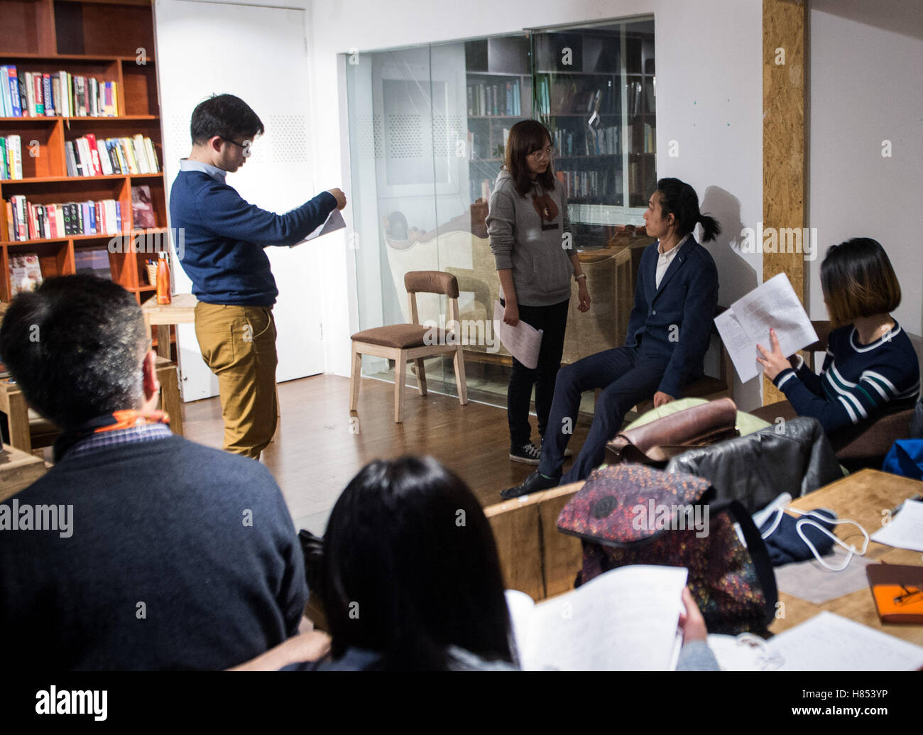 Beijing, China. 4th Nov, 2016. Young people rehearse drama at the 706 Youth Space in Beijing, capital of China, - Stock Image