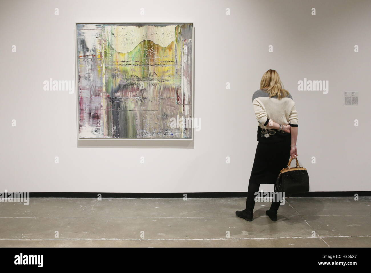 Moscow, Russia. 10th Nov, 2016. A woman seen by Haggadah at an exhibition of paintings by German visual artist Gerhard - Stock Image