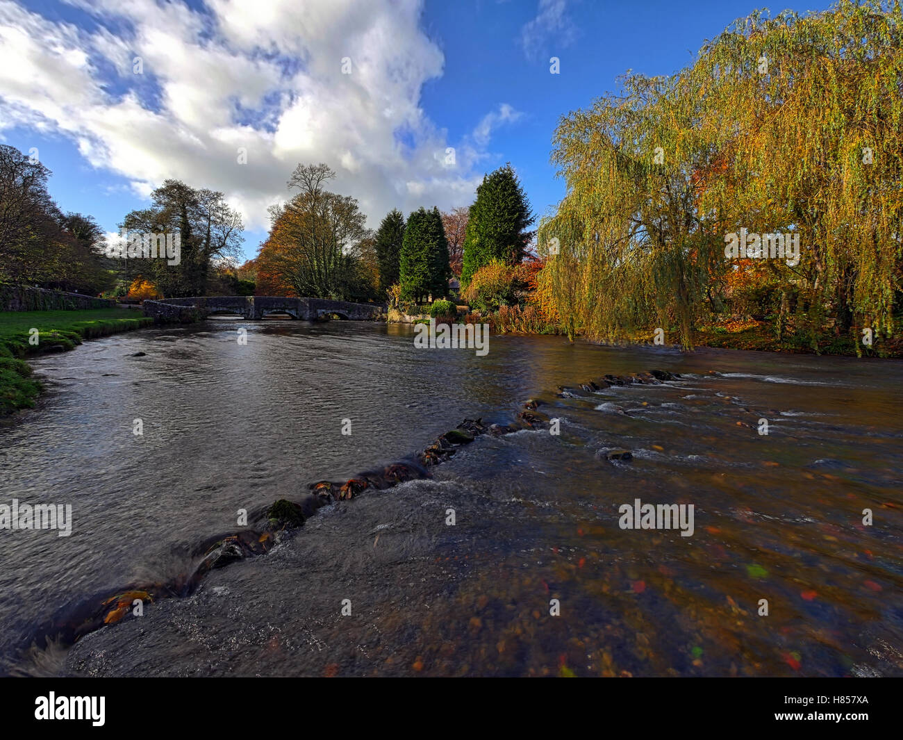 Ashford on the Water, Near Bakewell, Derbyshire, UK. 10th November, 2016. UK Weather Autumnal colours on the trees Stock Photo