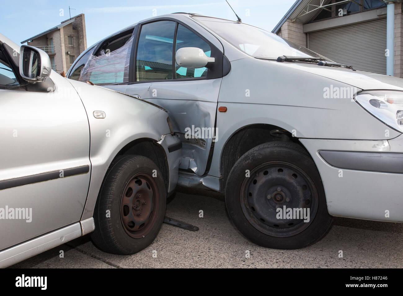 2 two cars vehicle vehicles car crash crashed RTA Stock Photo ...