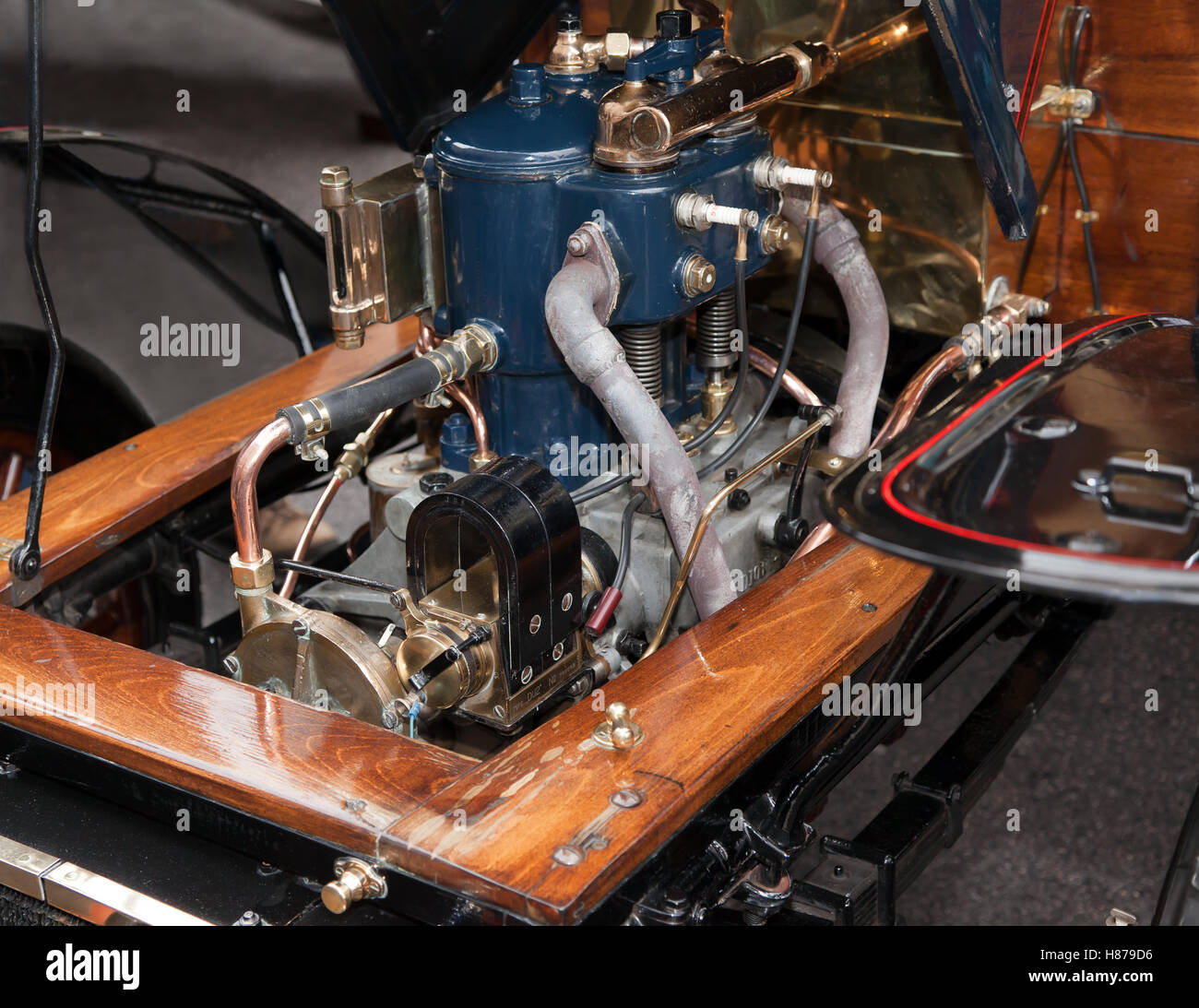 Close-up of the 2 cylinder, 10HP engine of a 1903, De Dion Buton,  in the Concours d'Elegance, in Regents Street - Stock Image