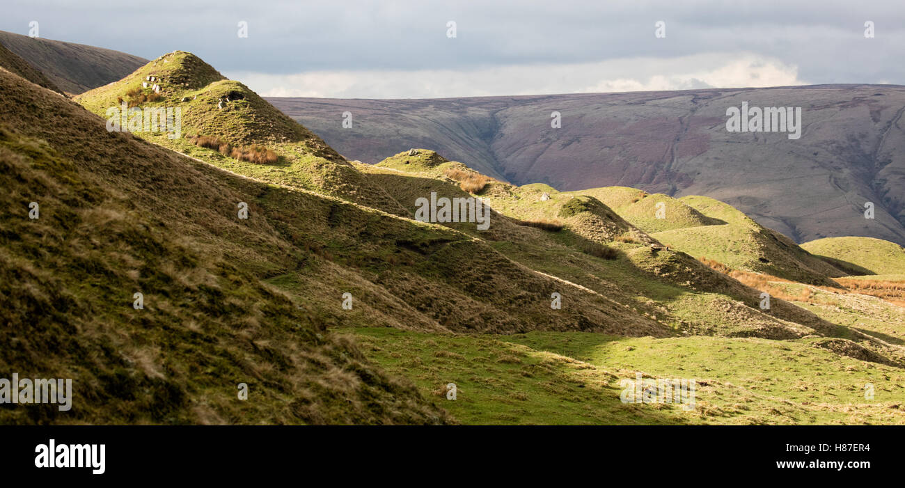 Landslip topography on the north slope of Mam Tor near Edale Derbyshire caused by grits slipping over unstable Edale - Stock Image