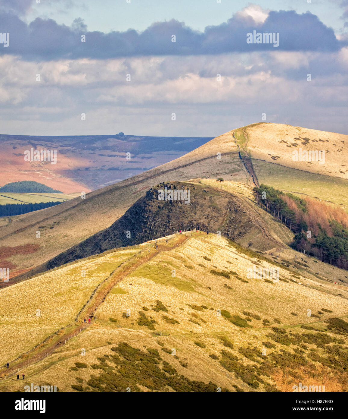 Looking along the Great Ridge to Hollins Cross Back Tor and Lose Hill from below Mam Tor in the Derbyshire Peak - Stock Image