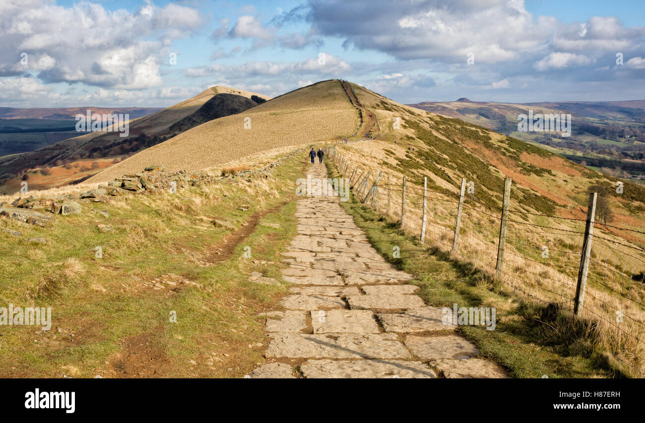 Walkers on the Great Ridge a gritstone ridge from Mam Tor to Lose Hill between Castleton and Edale in the Peak District - Stock Image