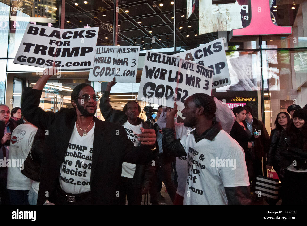 New York, United States. 08th Nov, 2016. People during the night of election in Times Square. Finally after the - Stock Image