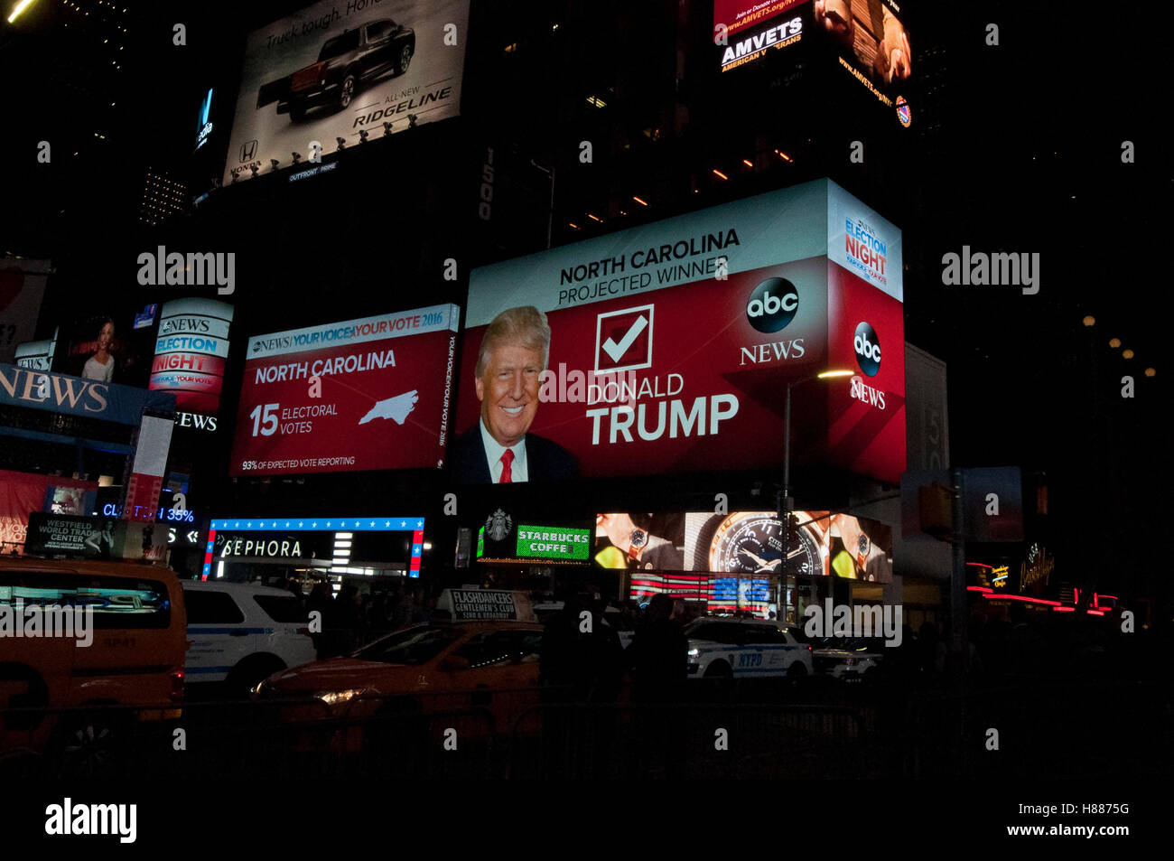 New York, United States. 09th Nov, 2016. People during the night of election in Times Square. Finally after the - Stock Image