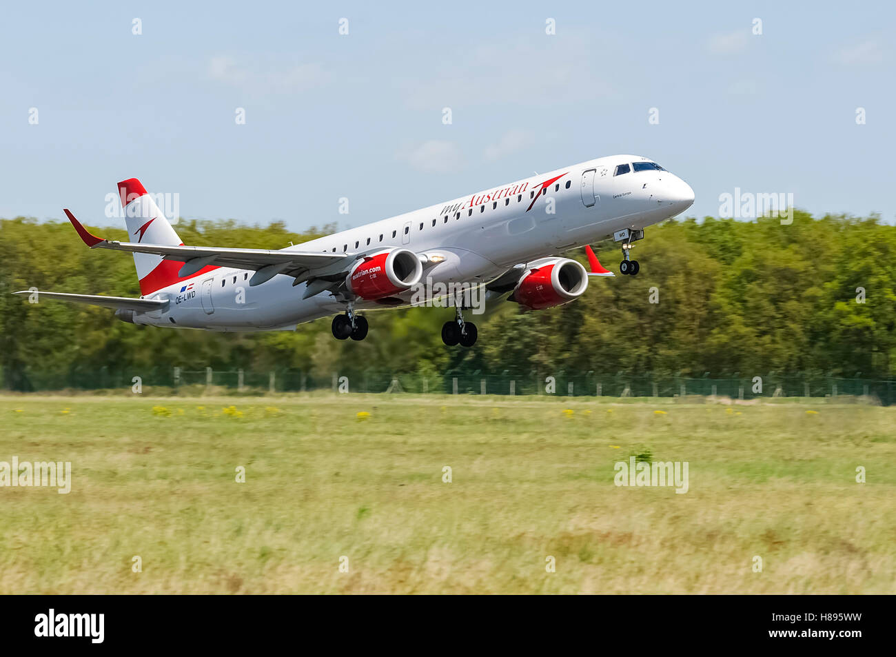 Austrian Airlines is the flag carrier of Austria and a subsidiary of the Lufthansa Group. This plane came to regular - Stock Image