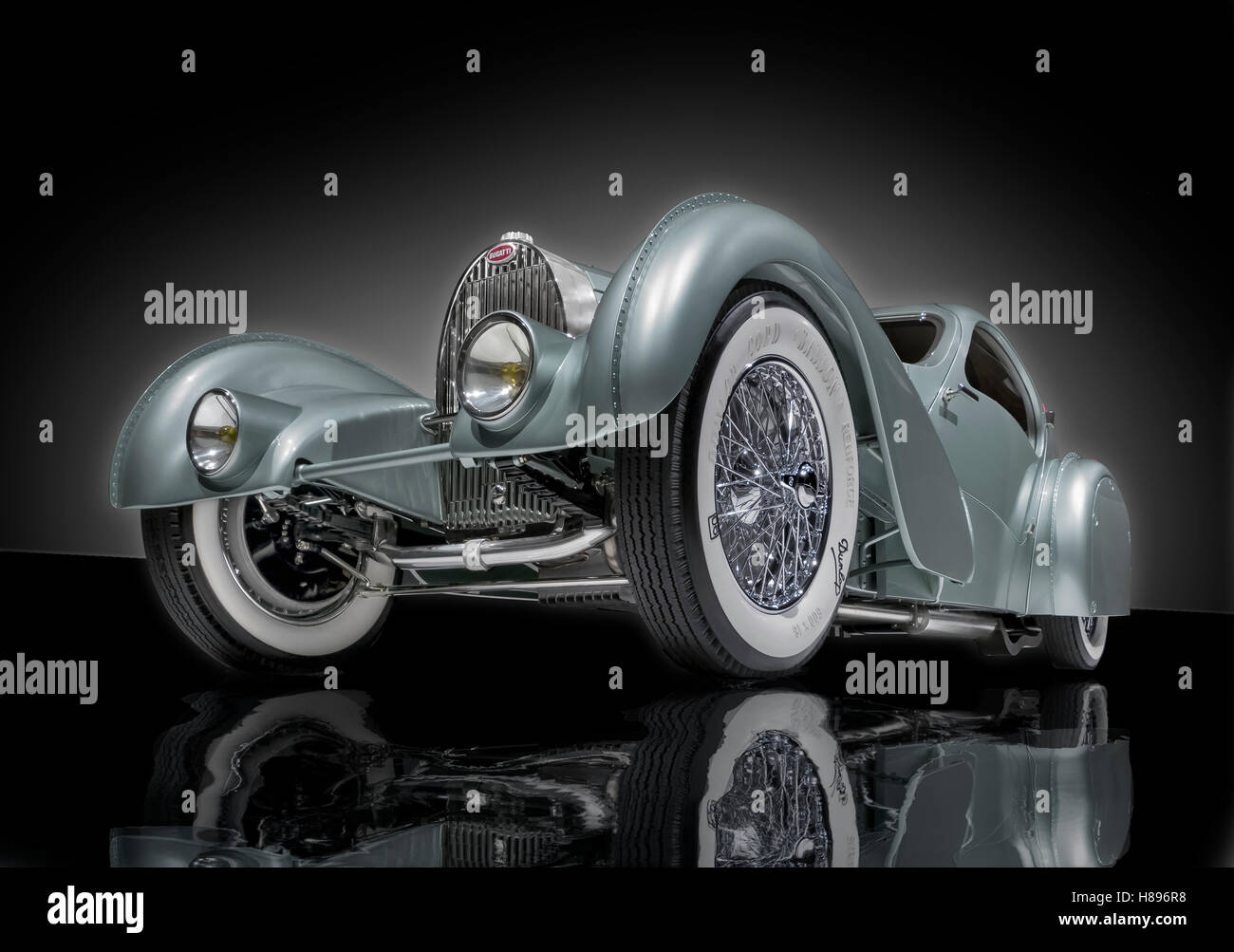 A dramatic,low angle view of a1935 Bugatti Type 57s Aerolithe recreation - Stock Image