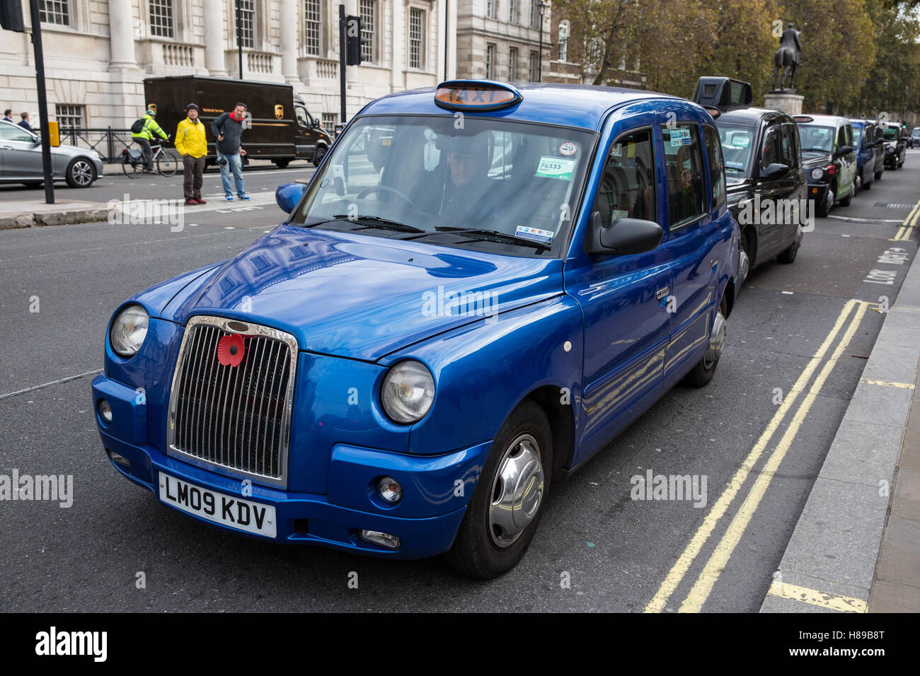 London, UK. 8th November, 2016. Black cab drivers block Whitehall to request a public inquiry into congestion and - Stock Image