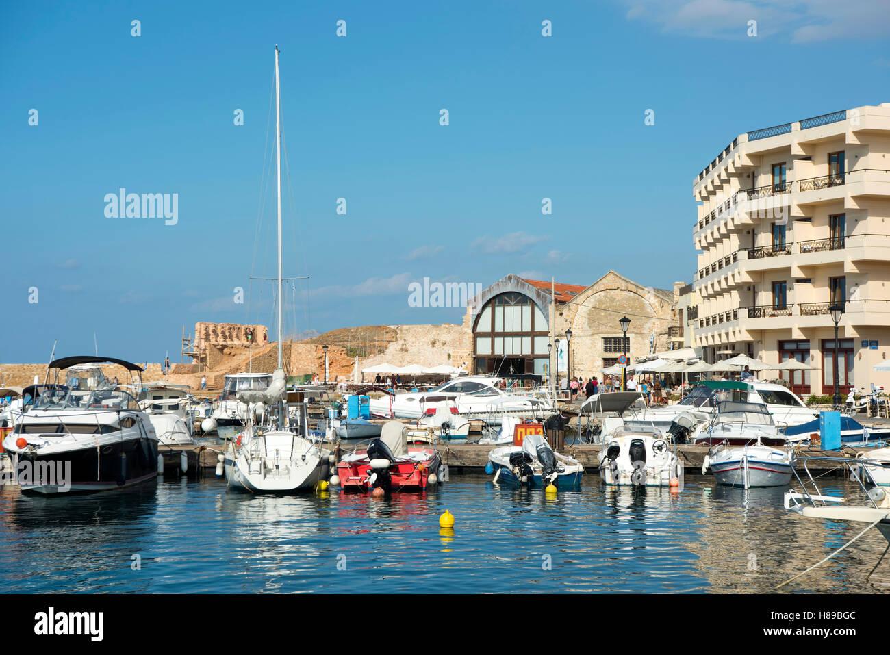 Griechenland, Kreta, Chania, Schiffahrtsmuseum und Hotel Porto Veneziano im Osten des Venezianischen Hafen Stock Photo