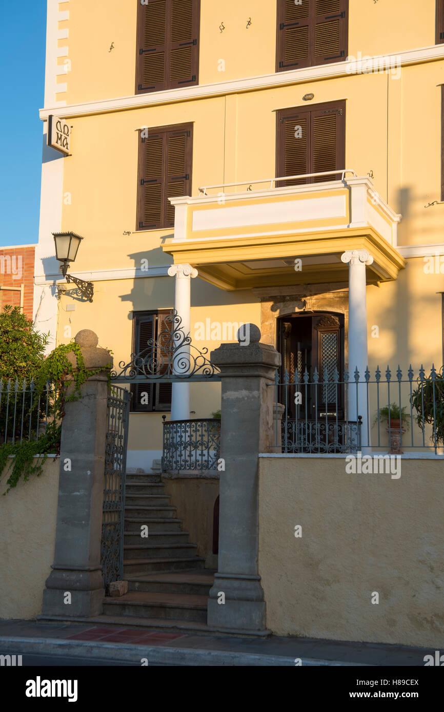 Griechenland, Kreta, Chania, Hotel Doma, das Herrenhaus im klassizistischen Stil war einmal Britische Botschaft, - Stock Image