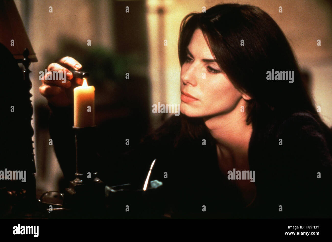 Zauberhafte Schwestern, (PRACTICAL MAGIC) USA 1998, Regie: Griffin Dunne, SANDRA BULLOCK, Stichwort: Kerze - Stock Image
