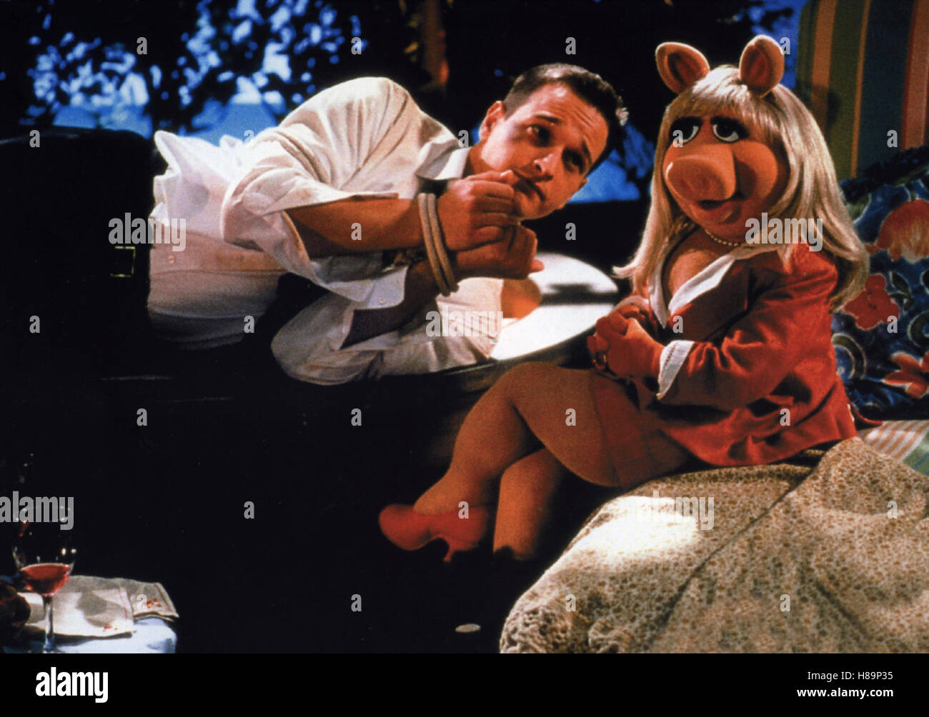 Muppets aus dem All, (MUPPETS FROM SPACE) USA 1999, Regie: Tim Hill, JOSH CHARLES, Stichwort: Fesseln, Miss Piggy - Stock Image