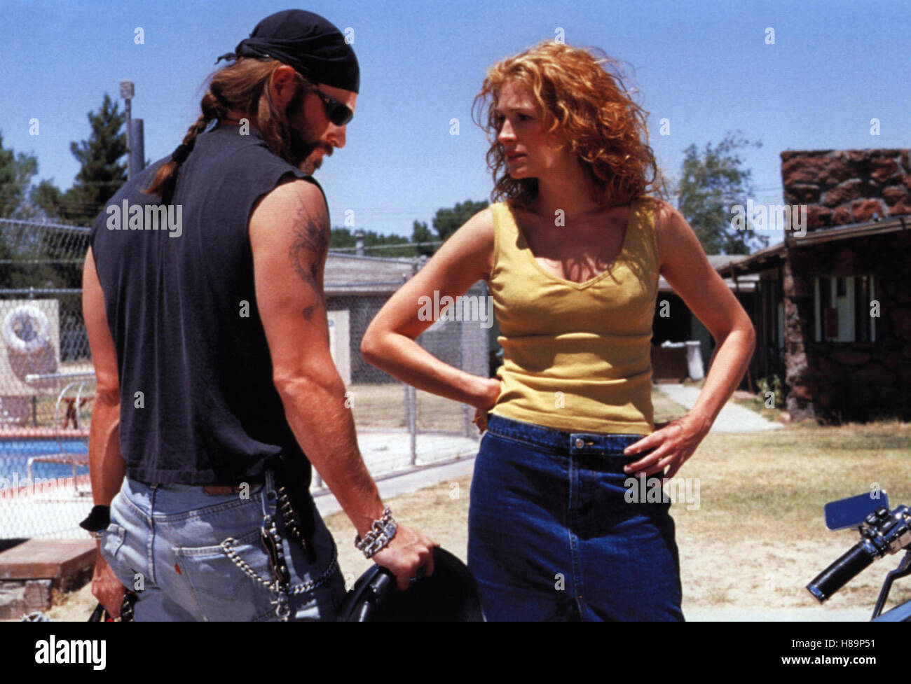 a report on erin brockovich a movie by steven soderbergh Directed by steven soderbergh with  erin finds herself leading point in a series of events  erin brockovich is a twice-divorced mother with kids who finagles.