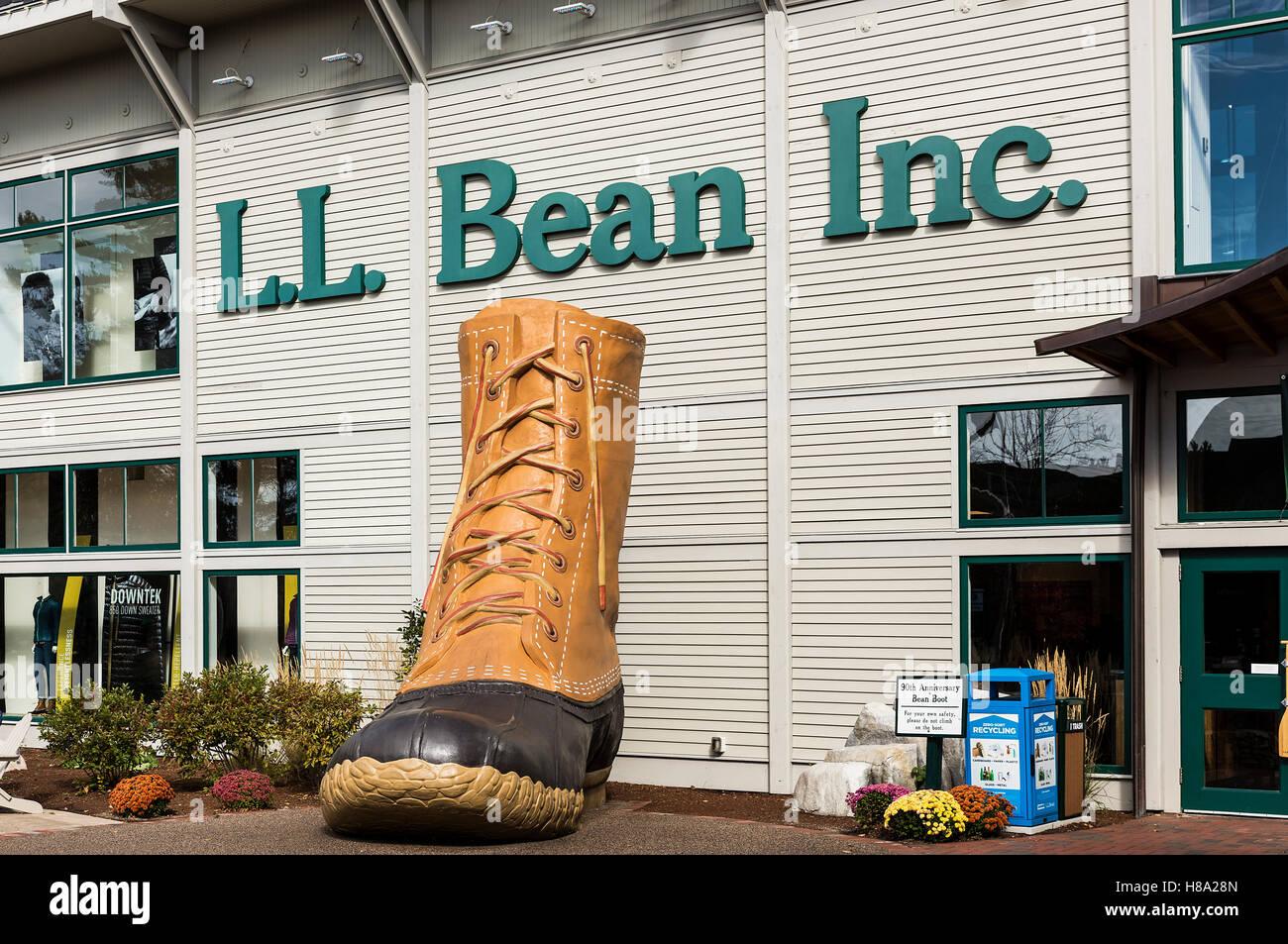 LL Bean flagship store, Freeport, Maine, USA. - Stock Image