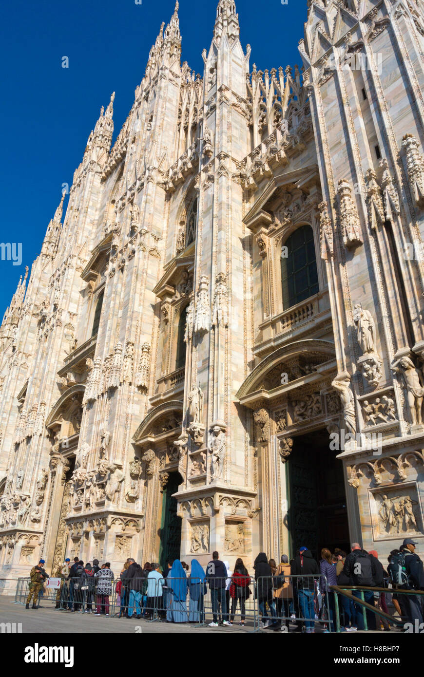Queue to the Duomo, the cathedral church, Piazza del Duomo, Milan, Lombardy, Italy - Stock Image