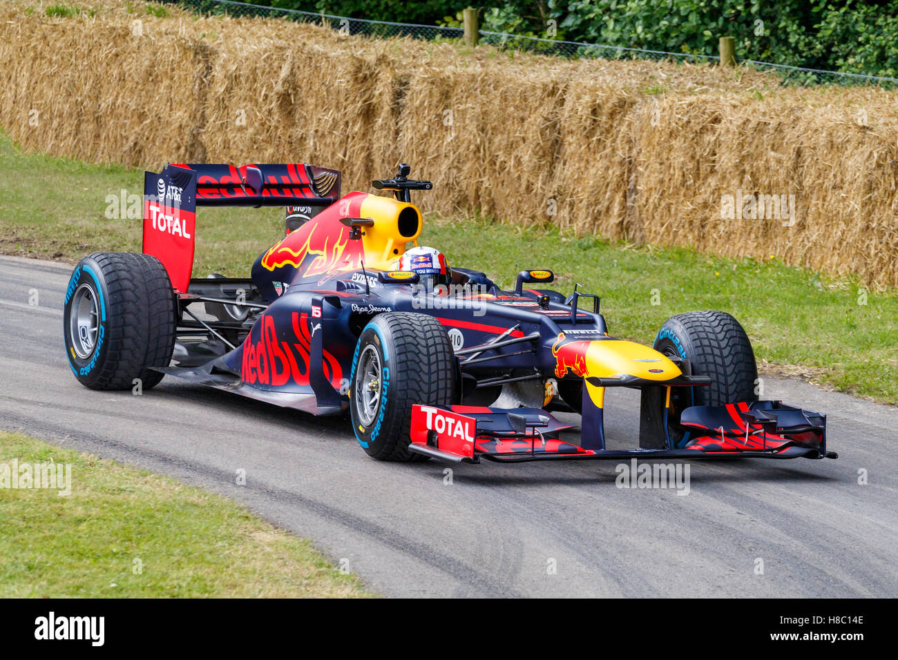 2012 red bull renault rb8 with driver pierre gasly at the 2016 stock photo 125654158 alamy. Black Bedroom Furniture Sets. Home Design Ideas