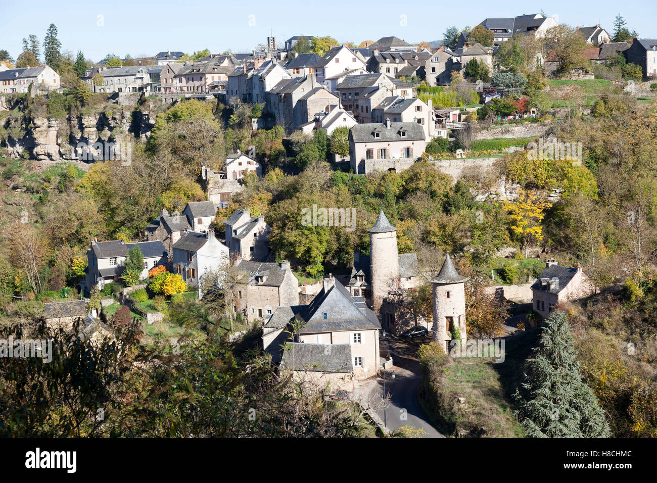 The Bozouls Hole in Autumn and the lower village with its two medieval watchtowers (France). That is a horseshoe - Stock Image