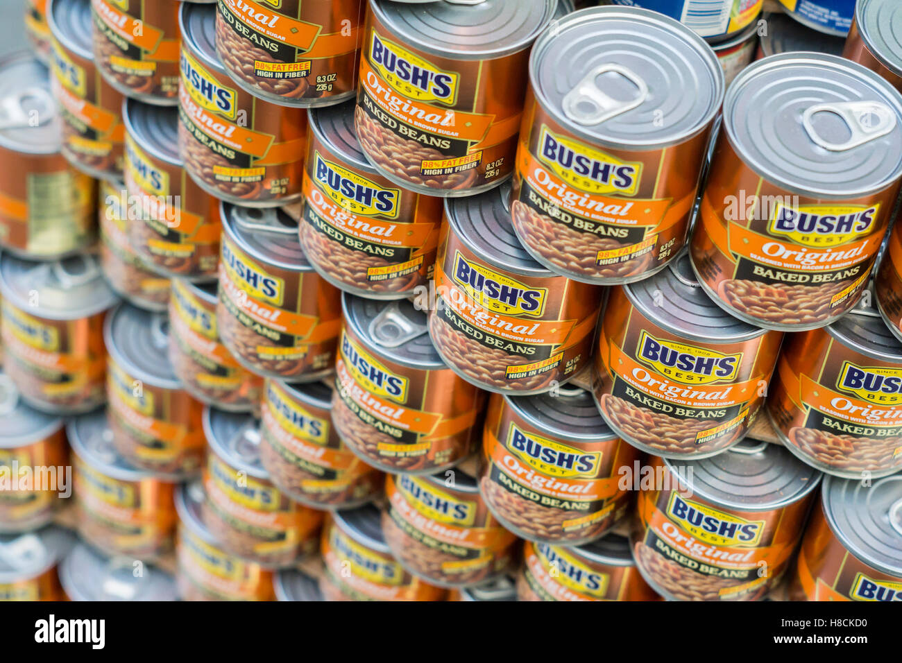 A display of canned Bush's baked beans in New York on Friday, November 4, 2016. (© Richard B. Levine) - Stock Image