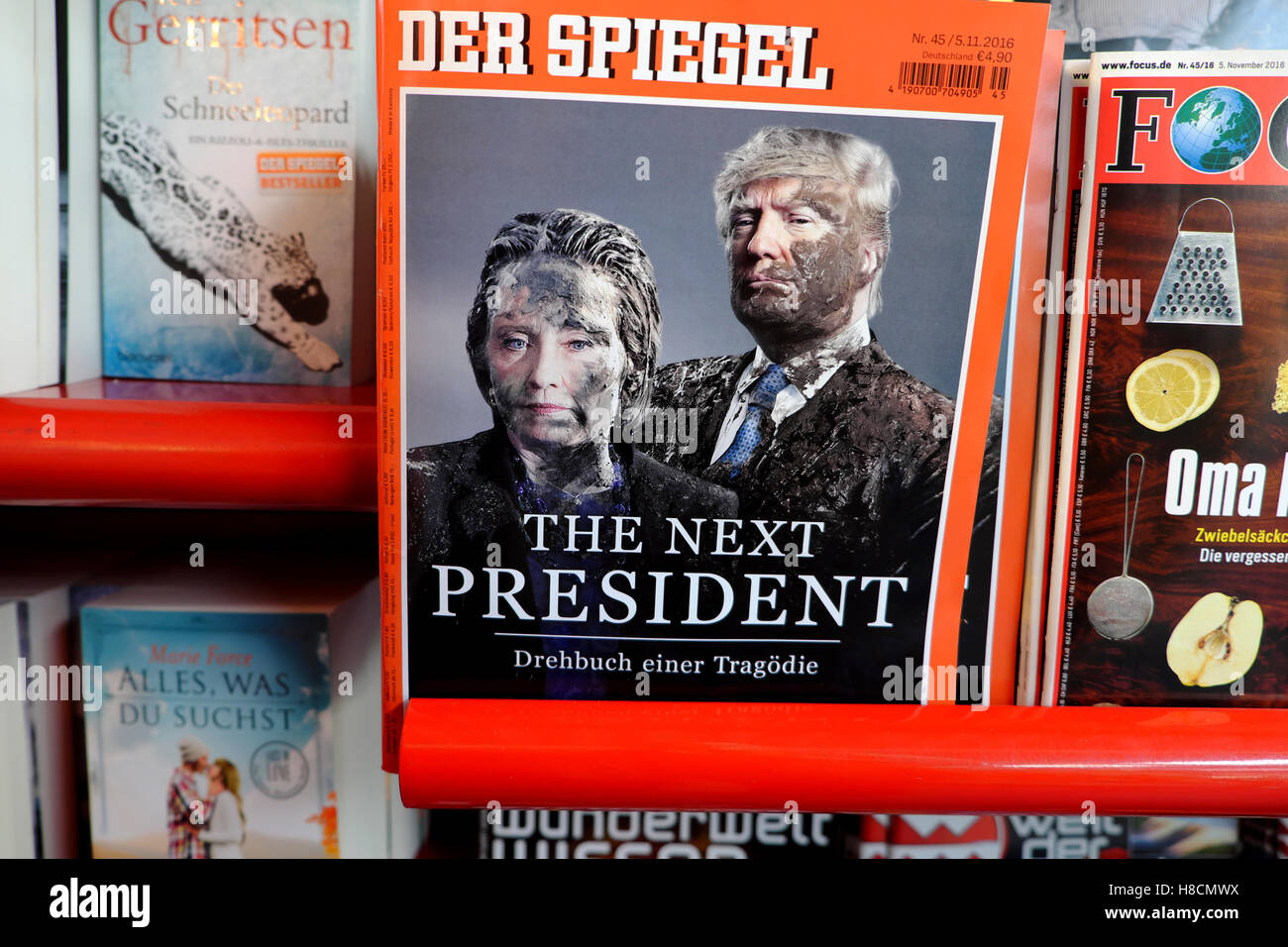 Der Spiegel German magazine and newspaper front cover at newsagent covering American US election Wahl Berlin November - Stock Image