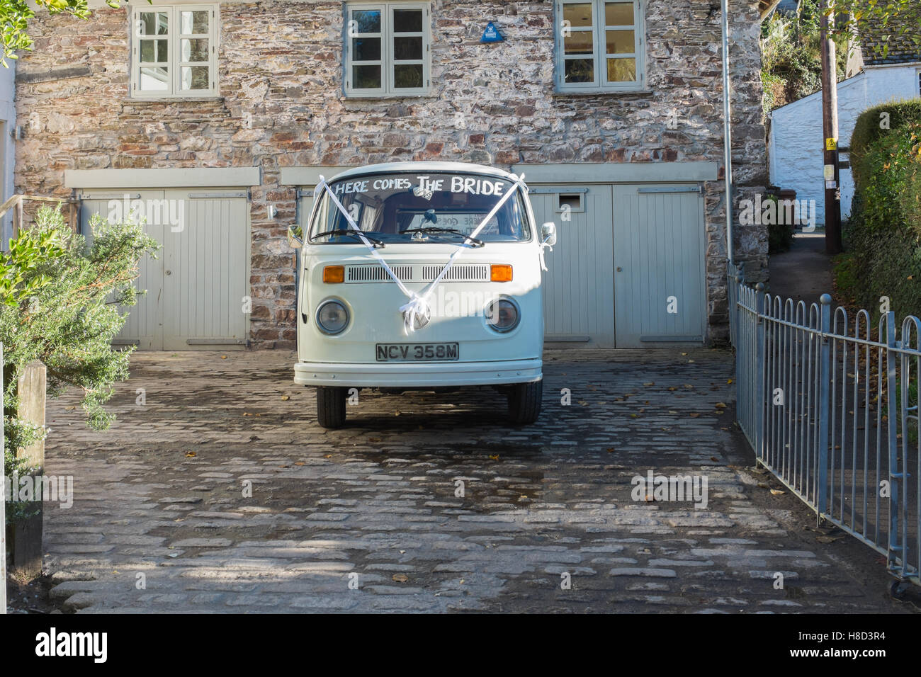 VW campervan decorated as a wedding car - Stock Image