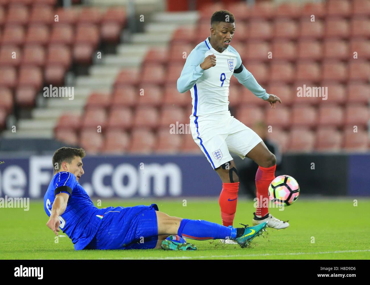 England U21's Demarai Gray (right) is tackled by Italy U21's Mattia Caldara during the International Friendly - Stock Image