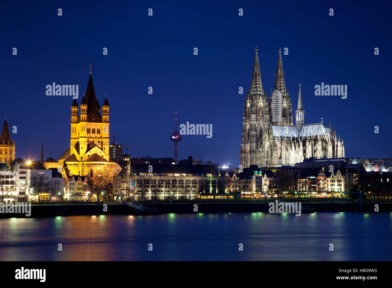 The Great Saint Martin Church and the Cologne Cathedral at night in Germany - Stock Image