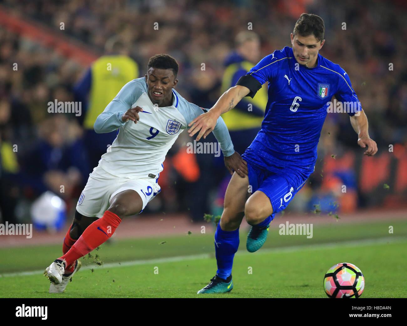 England U21's Demarai Gray (left) and Italy U21's Mattia Caldara battle for the ball during the International - Stock Image