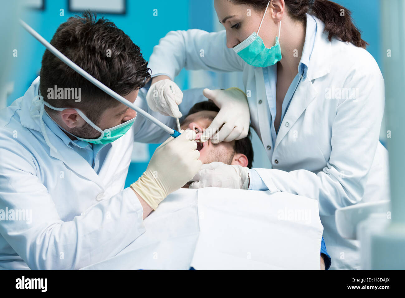 Dentistry education. Male dentist doctor teacher explaining treatment procedure. - Stock Image