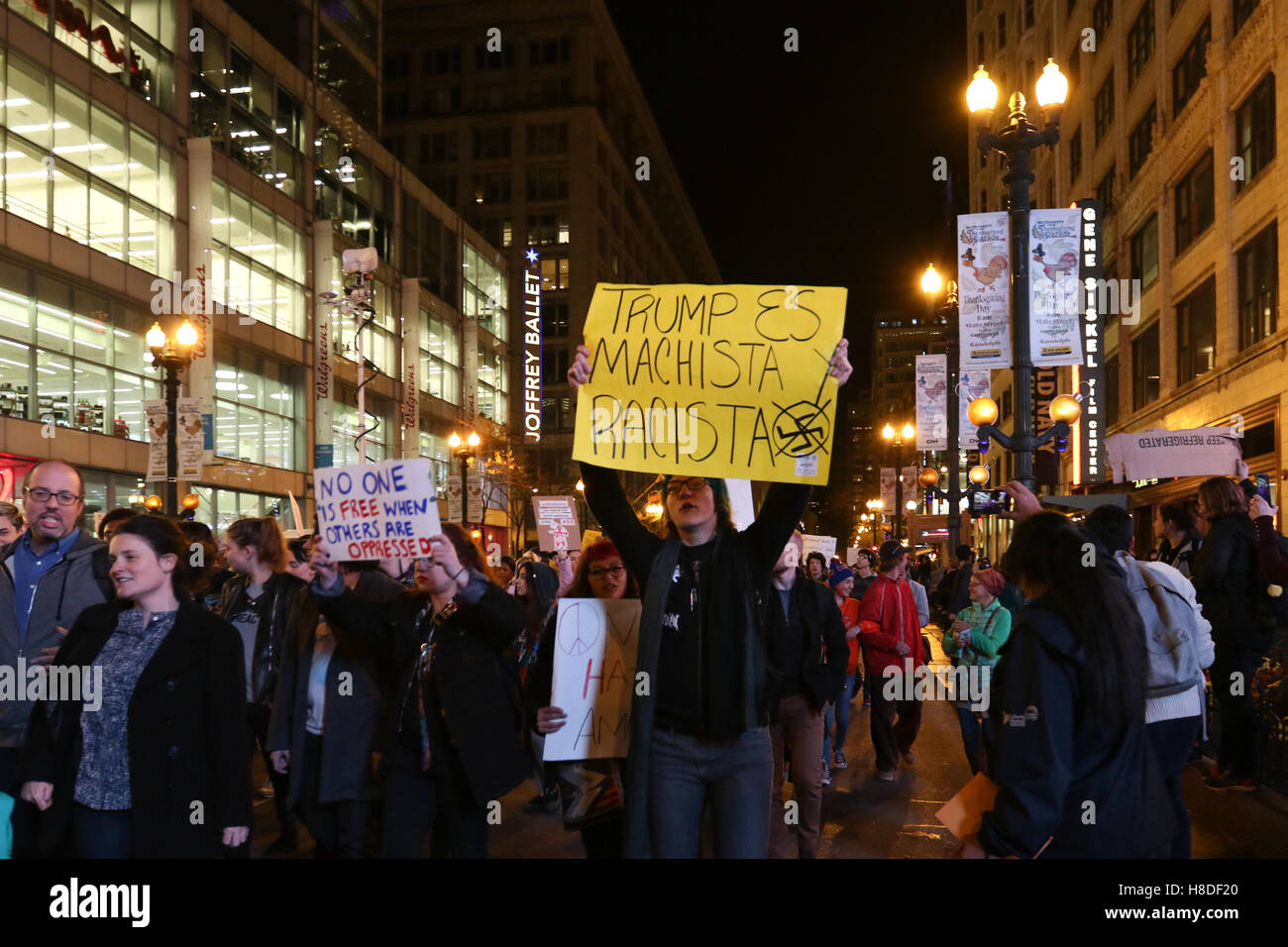 Chicago, Illinois, USA. 9th November, 2016. Demonstrators protest against President Elect Donald Trump on State - Stock Image