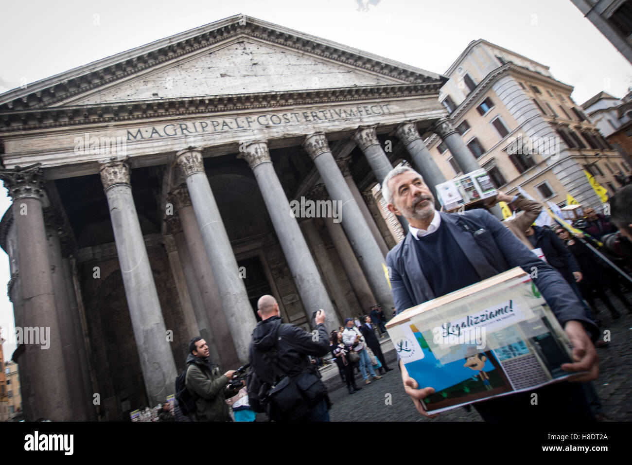 Rome, Italy. 11th November, 2016. Handover to the Bill to legalize cannabis, Italian radicals and other associations - Stock Image